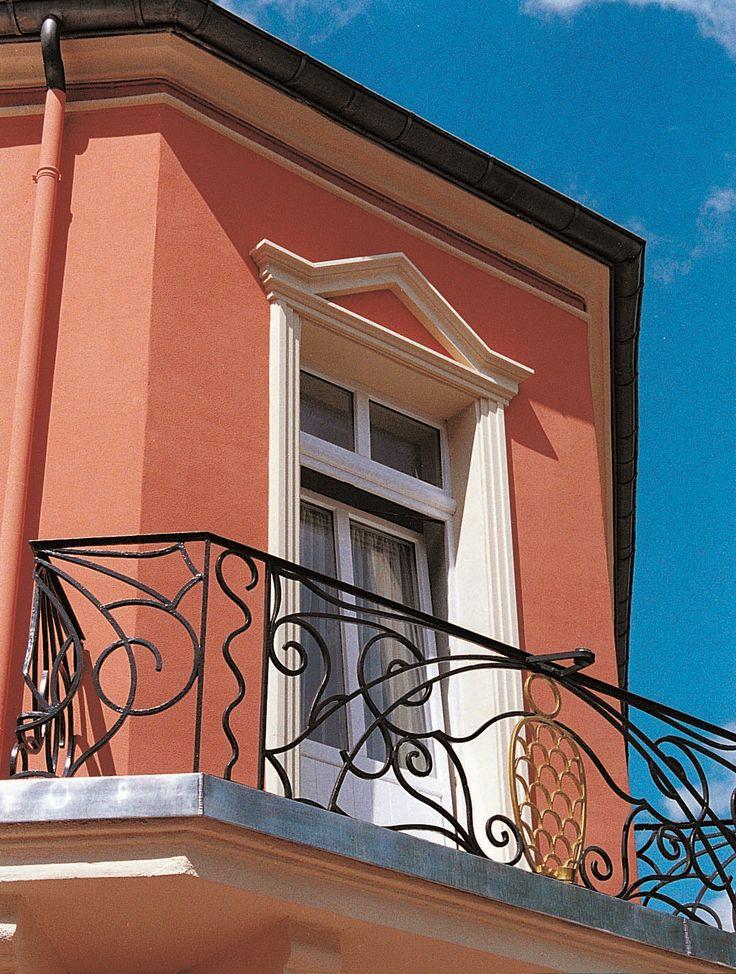 M s de 25 ideas incre bles sobre molduras de ventanas for Fachadas de casas con ventanas blancas
