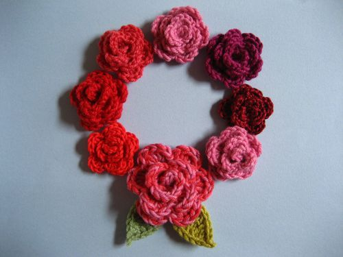 free pattern cute crocheted roses and leaves