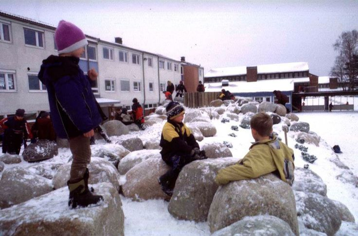 Small spaces and seating stones used during winter times.