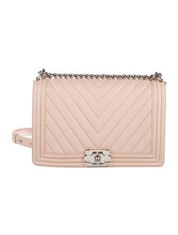 d5acc1d0c887 #CHANEL | From the Spring 2016 Collection. Light pink chevron quilted  leather Chanel Medium Plus Boy Bag with silver-tone hardware, single  chain-link and ...