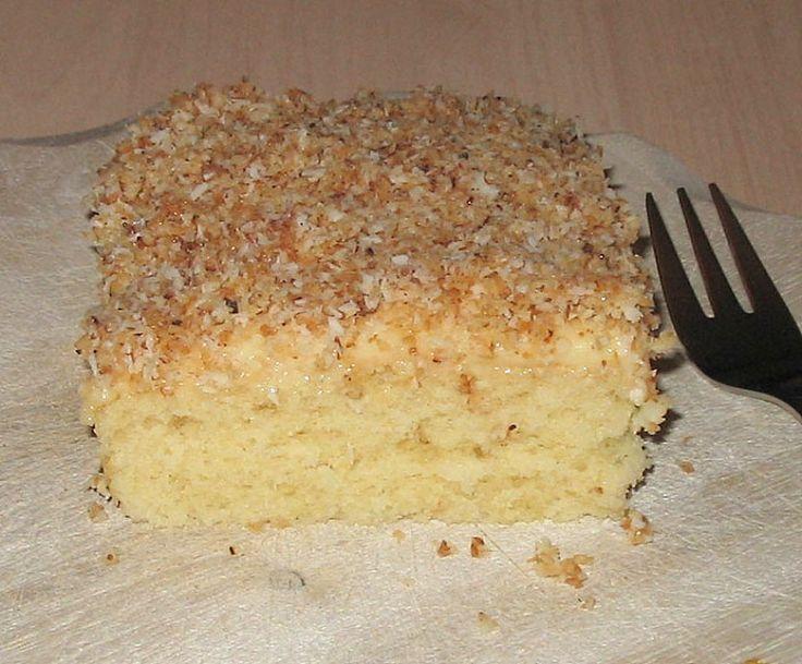 Zutaten     Für den Teig:     3 Tasse/n Mehl   2 Tasse/n Zucker   1 Tasse/n Öl (Sonnenblumenöl)   1 Tasse/n Mineralwasser   4 Ei...