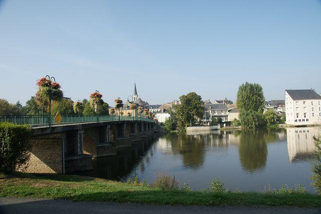 La Suze-sur-Sarthe, Sarthe. Pop: 4192.