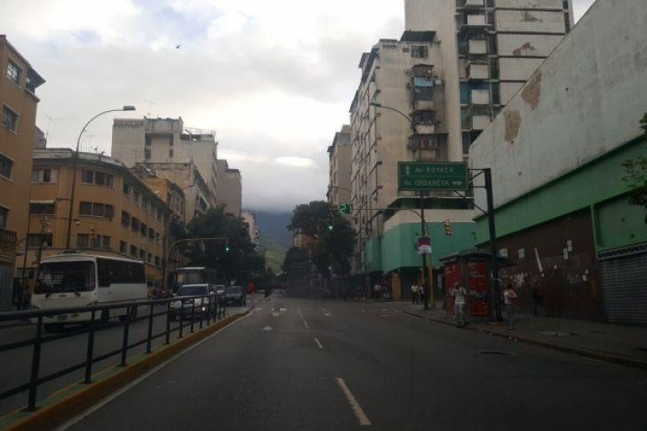 <p>Bajo fuerte tensión, la oposición venezolana inicia este miércoles una huelga de 48 horas para obligar al presidente del país, Nicolás Maduro, a suspender la elección, el domingo, de una Asamblea Constituyente con la que temen se instaure el comunismo.</p>