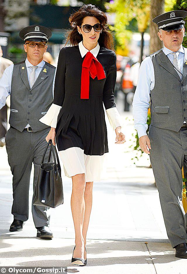 Amal Clooney regina di stile a New York...