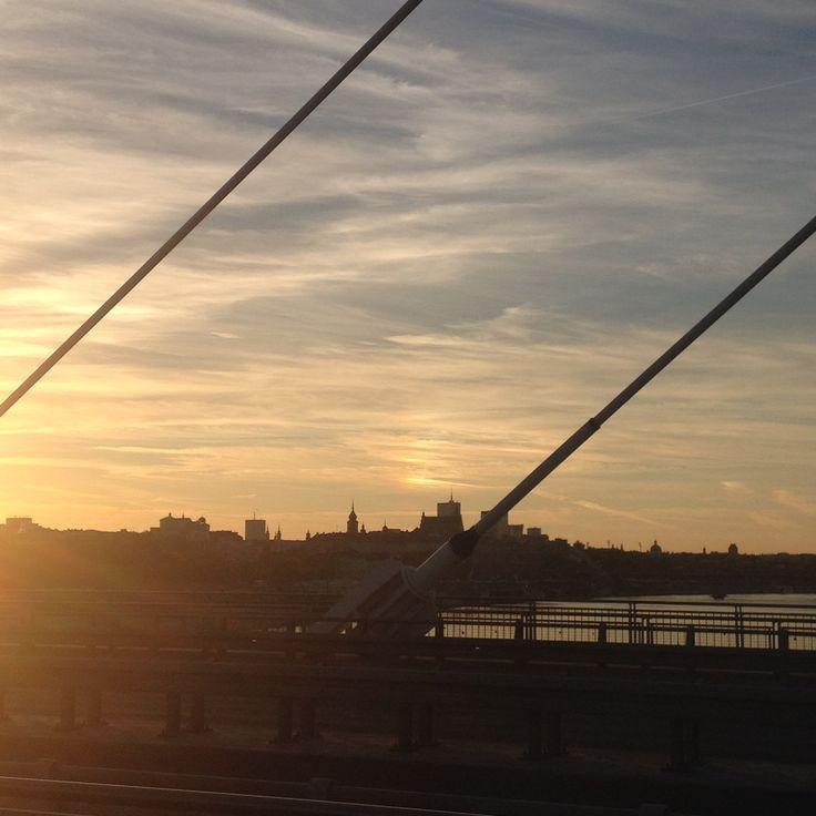 Widok z Mostu Świętokrzyskiego w kierunku Starego Miasta.