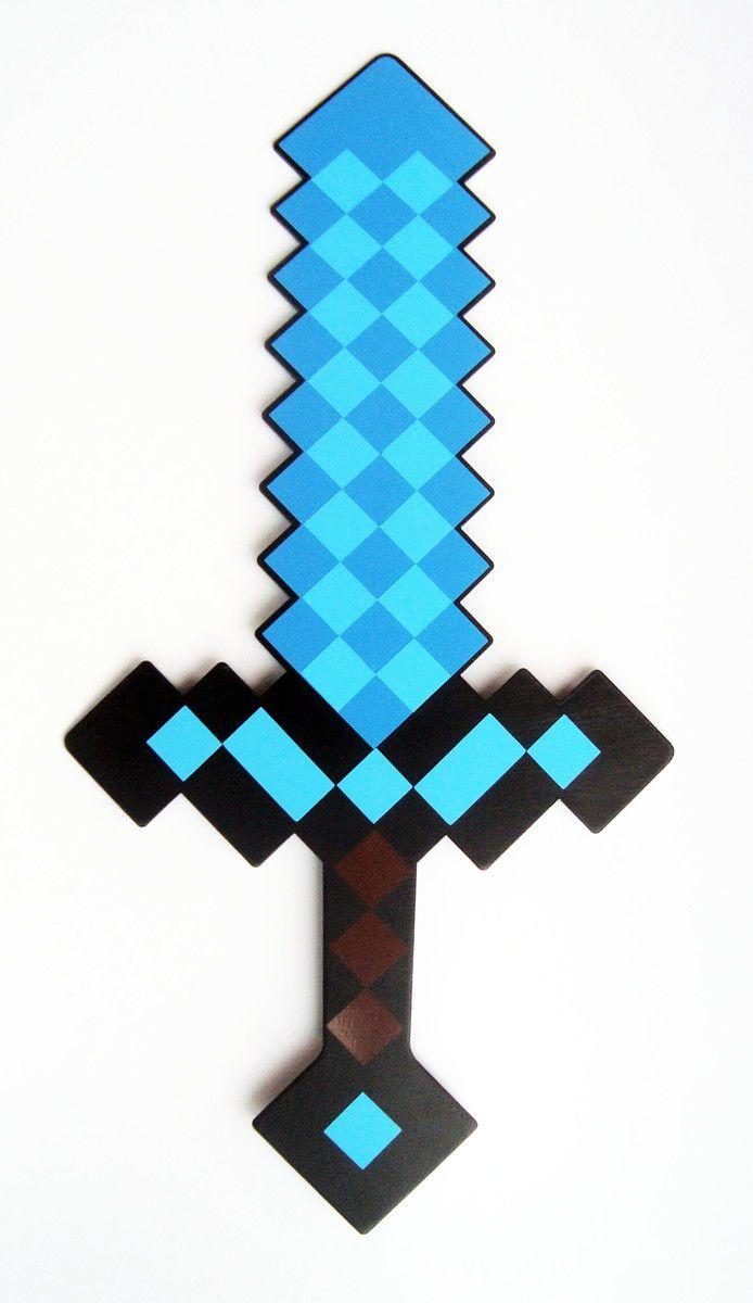 Espada Minecraft cortada a laser, confeccionada em PS (material Plástico) de 2mm de espessura, pintada com tinta automotiva preta de um lado e adesivada do outro com adesivo vinilico. <br> <br>Ótimo acabamento!! Leve, resistente e flexível, tbém pode ser molhada. <br> <br>Tbém aceitamos encomendas deste produto para dar de lembrançinha na festa do seu filho, solicite novo orçamento!