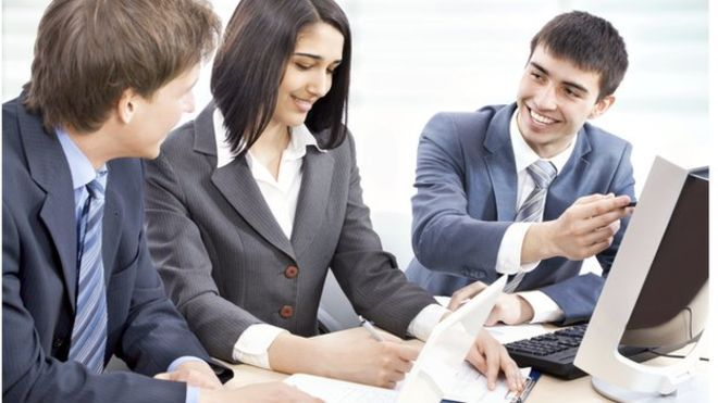 Most graduates 'in non-graduate jobs', says CIPD - BBC News