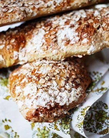 Speltbrød dufter dejligt og smager himmelsk og kan laves i en håndvending.