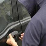 Doi sătmăreni au sustras bunuri din autoturisme