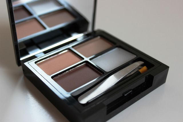 Makeup Revolution Focus & Fix Eyebrow Shaping Kit cazmosworld review!