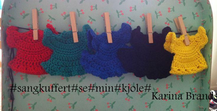#sangkuffert#se#min#kjole#hæklet#kjole# Opskrift funder her: http://pysenpigens-hobby.blogspot.dk/2015/01/minidabskjole.html