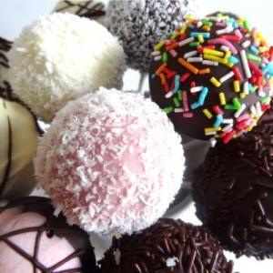 Receta de Cake pops de vainilla y chocolate (Bizcobolas)