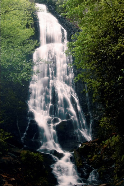 Mingo Falls, or Big Bear Falls cascades 200 feet - hike up ...