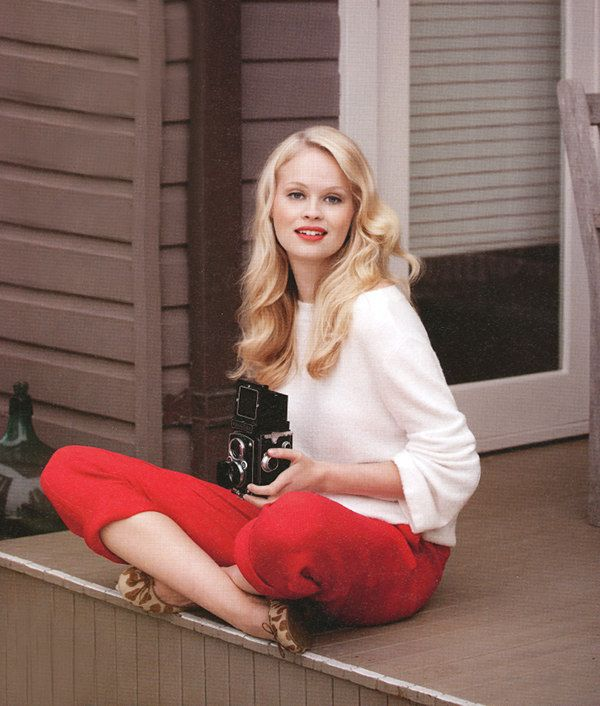White blouse + red pants + leopard flats.