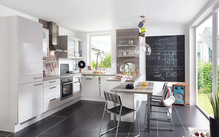 De hoogglans keuken Foggia is voorzien van luxe ultrahoogglans gelakte fronten. Deze gezellige gezinskeuken is werkelijke van alle gemakken voorzien. Van ruime u-opstelling tot gezellige bijpassende ontbijttafel, aan alles is gedacht!