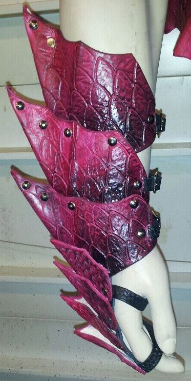 Leather Armor Dragon Scale Gauntlets by SharpMountainLeather