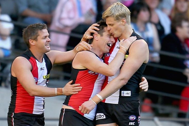 Riewoldt embraces Milne in final match - St Kilda's Stephen Milne is congratulated by Nick Riewoldt after kicking a goal during the round 23 AFL match against Fremantle at Docklands on August 31, 2013 in Melbourne.