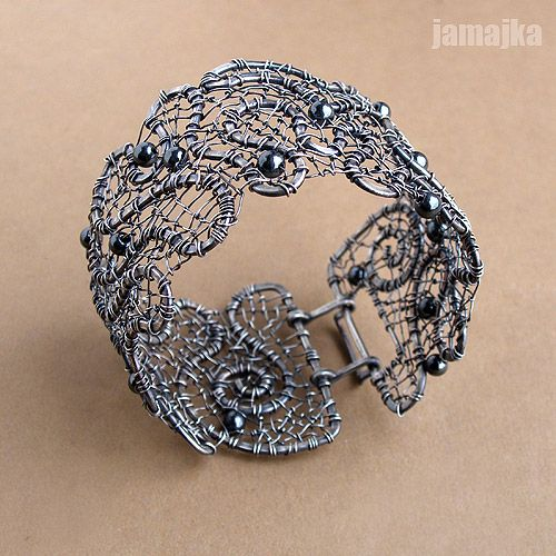 grafija2 - an amazing wire wrapped bracelet cuff with beads.  so pretty!