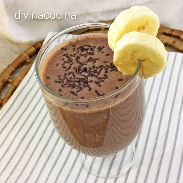 Smoothie de chocolate y plátano < Divina Cocina