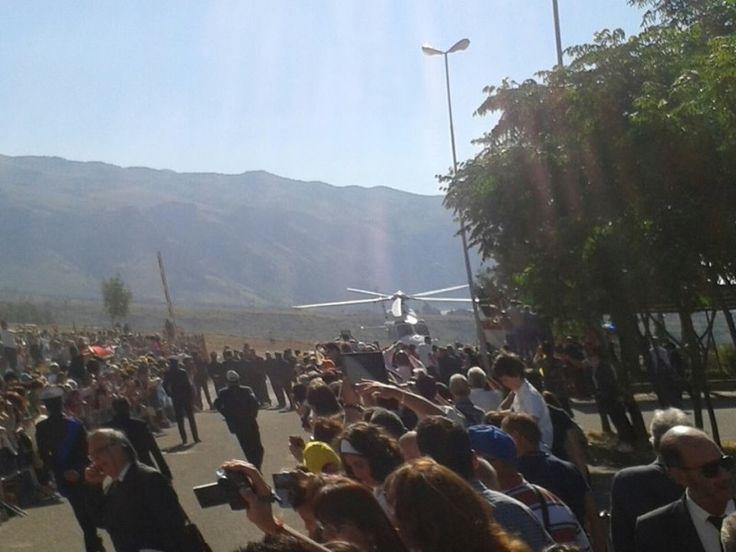 Papa Francesco è arrivato in Calabria - #PapaFrancesco #PapaFrancescoCalabria #LameziaClick