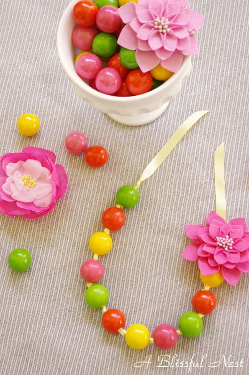 Beautiful chunky necklaces are very popular right now. Why not make one you can eat?  Gumball necklaces: They are super easy party favors and a great activity for little ones.