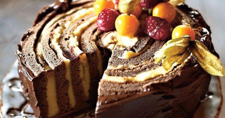 Torta s banánovým krémom a malinami - dôkladná príprava krok za krokom. Recept patrí medzi tie najobľúbenejšie. Celý postup nájdete na online kuchárke RECEPTY.sk.