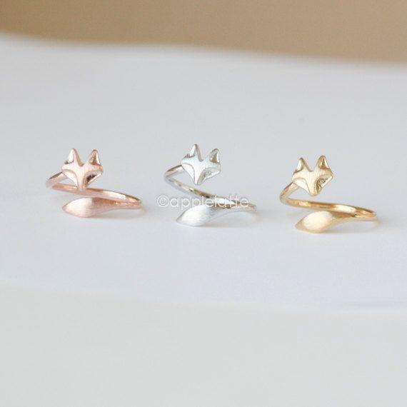 bague belle fox enveloppé avec queue de renard. anneau simple, qui sétend de dainty bague animale, anneau de queue, anneau rose renard, renard argenté