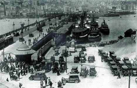 b1EKh: Eminönü'nden Karaköy'e bakarken... Yıl 1940