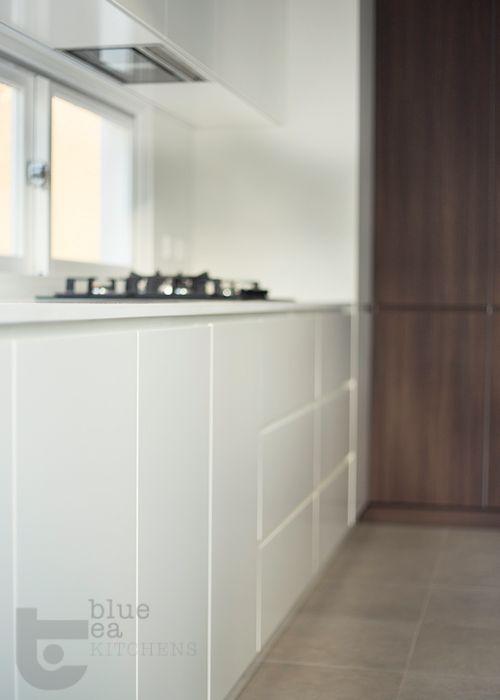 white matt modern kitchen    Sydney Kitchen Design   Blue Tea