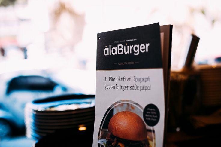 Οι μεγάλες αγάπες πάνε παραλία! Καλό καλοκαίρι συντροφιά με τα αγαπημένα σας burgers... Απολαύστε τα όλα και στον χώρο σας! Τηλέφωνα παραγγελιών: Ala Burger Quality Food Πέτρου Ράλλη 527 Νίκαια 2104920233 #burger #alaburger #nikaia #minichorizo #onions rings #sesamybbqstrips #mozzarella #sticks #sandwich #burgernikaia #kidsmenou #picante #sweetchili #truffle mayo #caesar #blue cheese #honeymustard #caesar's #alaburger #qualityfoods #clubsandwich #kaiser