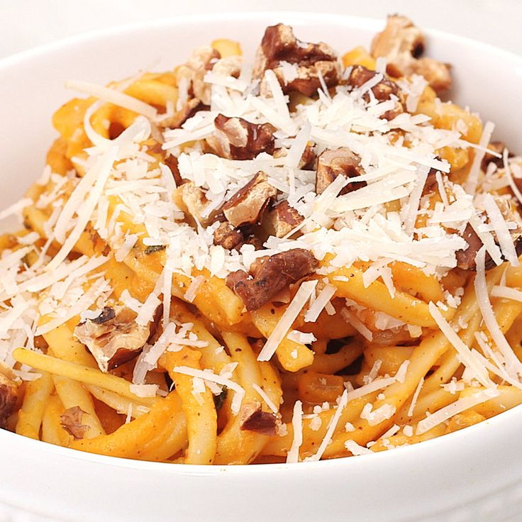 This creamy pumpkin-sage pasta sauce tastes rich and indulgent, but lacks the saturated fat and calories of other comfort food pasta sauces.