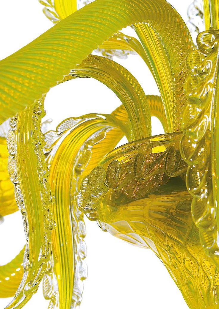 #Lampadario in #vetro di #Murano, dettaglio della lavorazione > http://danielebiasin.it/portfolio-items/lampadario-giallo-cedro/