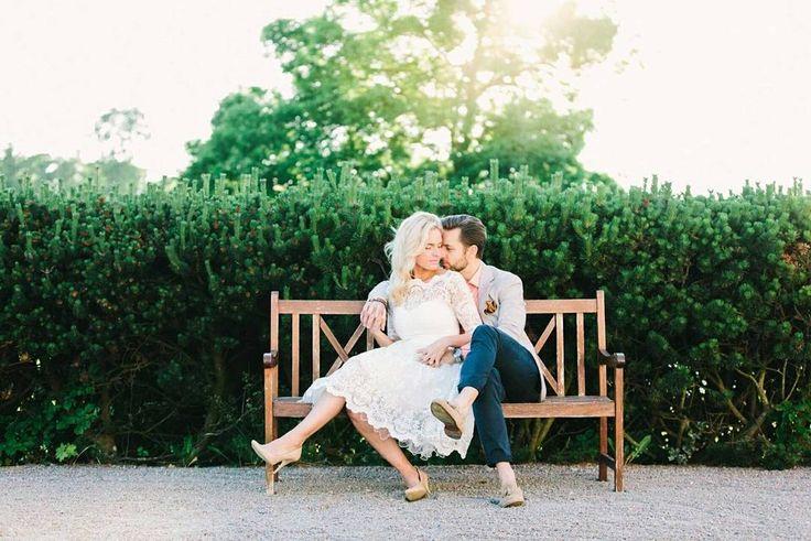 Hoje no blog um ensaio de casal com inspiração vintage feito lá na Suécia pela fotógrafa @mairaphoto  LINK NO PERFIL  #casamentoaoarlivre #casamentonapraia #casamentonocampo #casamentodedia #casaraoarlivre #casarnapraia #casarnocampo #noivafineart #noivafashion #noivasdobrasil #fiqueinoiva #inspiracaodecasamento #blogdecasamento #luminousbride #weddingblog #fineartwedding #fineartphotography #fotografiadecasamento #fotografiadecasais #ideiasdecasamento #fornecedoresdecasamento #cerimonial…