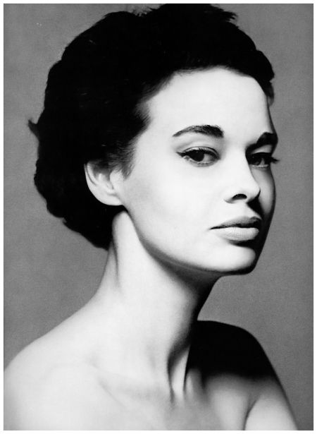 Gloria Vanderbilt, 1954. Photo: Richard Avedon.