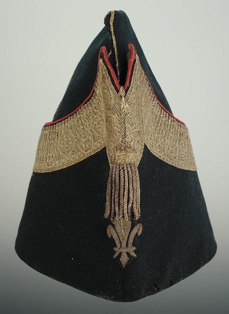 BONNET DE POLICE DE PETITE TENUE D'OFFICIER DE LA COMPAGNIE DE PUYSEGUR DES GARDES-DU-CORPS DE MONSIEUR, 1814-1825.