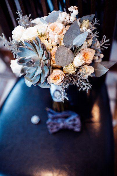 Wedding bouquet. With eucalyptus, eyheveriya, peach roses and cream spray-roses.  Свадебный букет с эйхеверией, эвкалиптом персиковой розой и кремовой розой-спрей