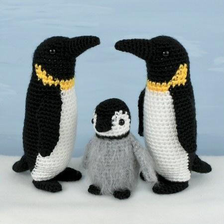 Visto aquí: http://www.planetjune.com/blog/emperor-penguin-family-crochet-patterns/