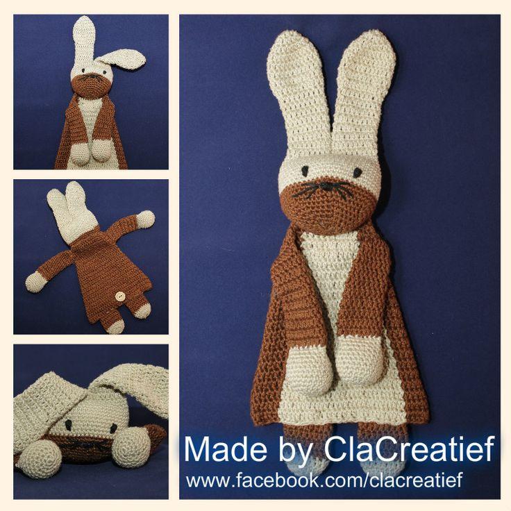 """Made by ©ClaCreatief; lappenpop/ ragdoll Konijn. Dit keer een lappenpop konijn gehaakt. Ik heb de oogjes van de lappenpoppen geborduurd, zodat ze ook veilig zijn voor baby's. Patroon van """"A la Sascha"""""""