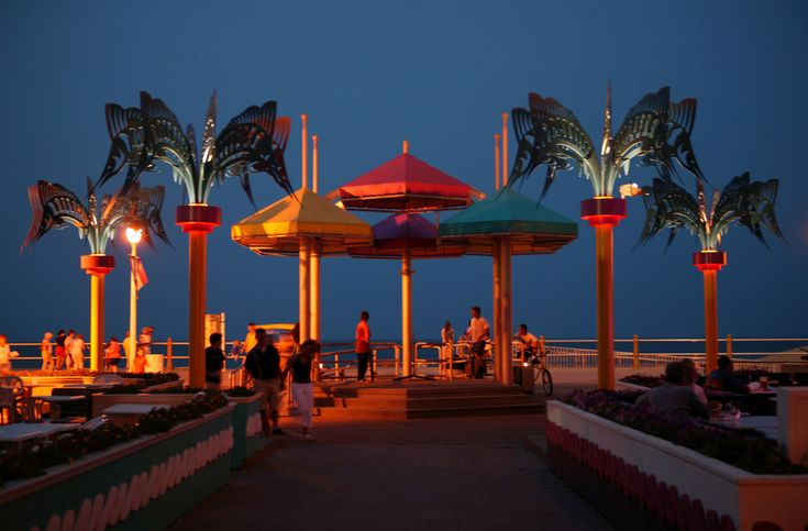 Virginia Beach Boardwalk | Evening Boardwalk Entertainment | Virginia Beach Vacation Guide