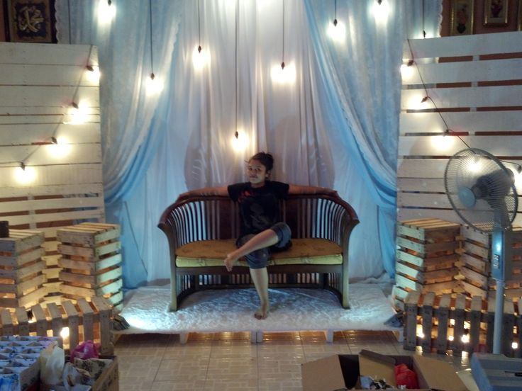 So... Its been a while since my last update... And i want to share with you how i diy my own wedding receptions... this is my pelamin... We use a recycle pallets, paint them, 6 pcs of custom made pallet box, fur carpets, lights and 10 by 10 jet set backdrop (which i use for my arch during the solemnization).. Yes.. me and my husband did it on the night before the reception. Turing? Yes... Satisfaction? Totally!