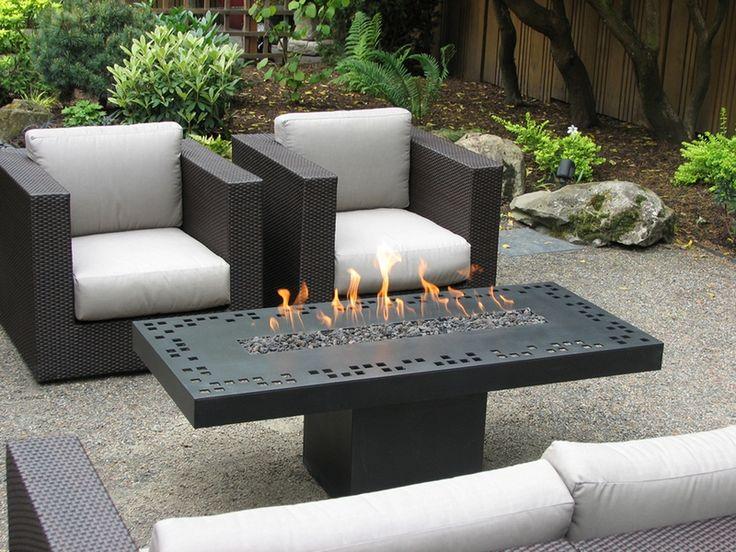 Asztal tűzhely - gázkandalló kényelmes fonott kerti fotelekkel