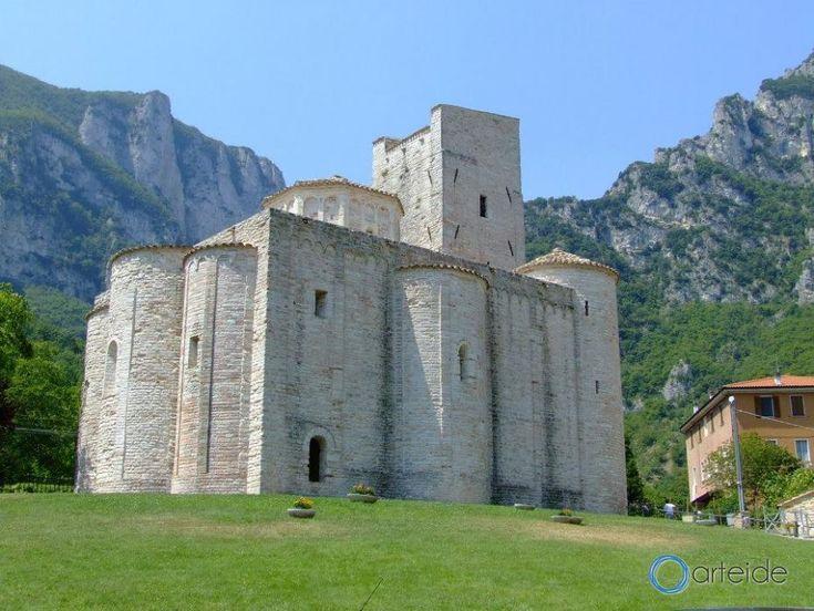 Abbazia di San Vittore alle Chiuse | Arteide