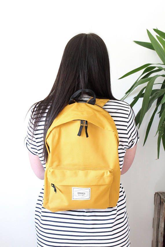 Junkbox Old School UNISEX everyday rucksack in Mustard