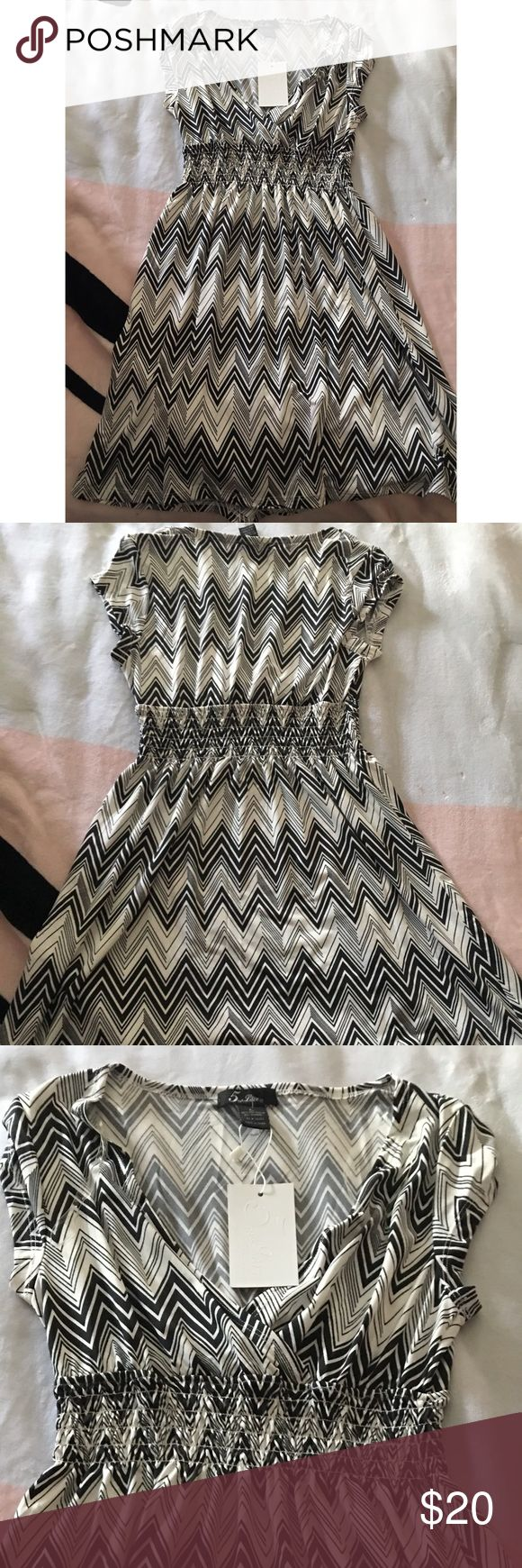5th & Love Dress This black and white chevron print dress is perfect for any occasion. It has an elastic band that give you a slimming effect. This dress has a lot of stretch to it. 5th & Love Dresses Midi