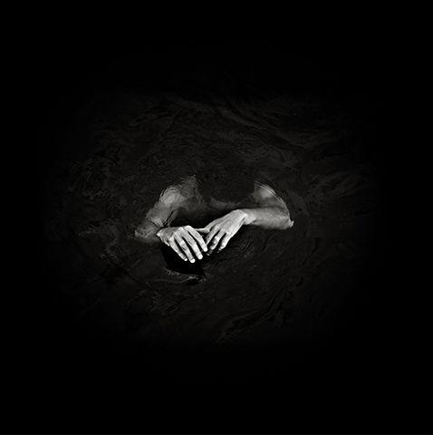 via Lovely, Dark & Deep