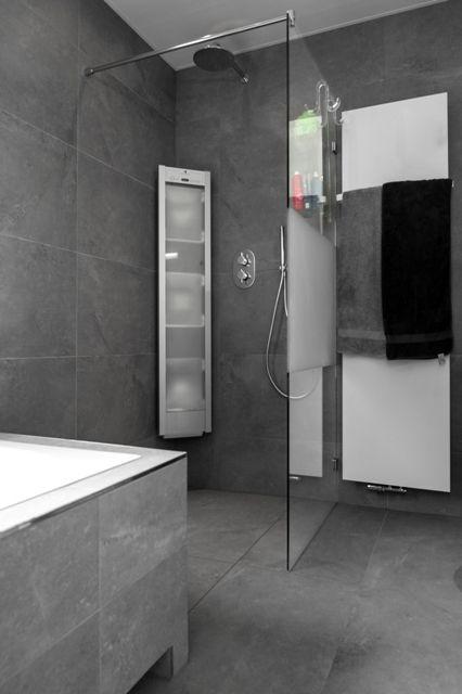 Wil je met het douchescherm een accent aanbrengen in je badkamer. Kies dan voor een zandstraalpatroon op je douchewand. Vanaf € 319,00 bij Glazz.nl.