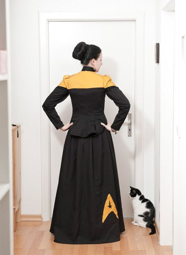 If Star Trek had actually been a trek on a wooden ship that was navigated by the stars, then these Victorian style Star Trek uniforms by Cosplay artist Genovefa might have been what the female crew members would have worn.