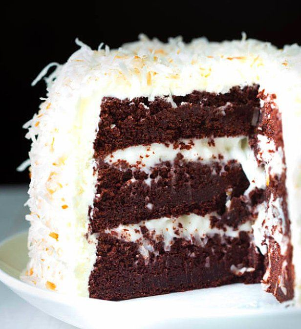 Hindistan cevizi ve çikolatanın birlikteliği bu pastada!