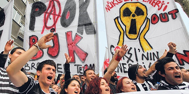 Members of the Çarşı fan club shout slogans as they march during a rally at Taksim Square in central İstanbul on May 1, 2011. (PHOTO REUTERS)  26 February 2012, Sunday / RACHEL MOLLMAN