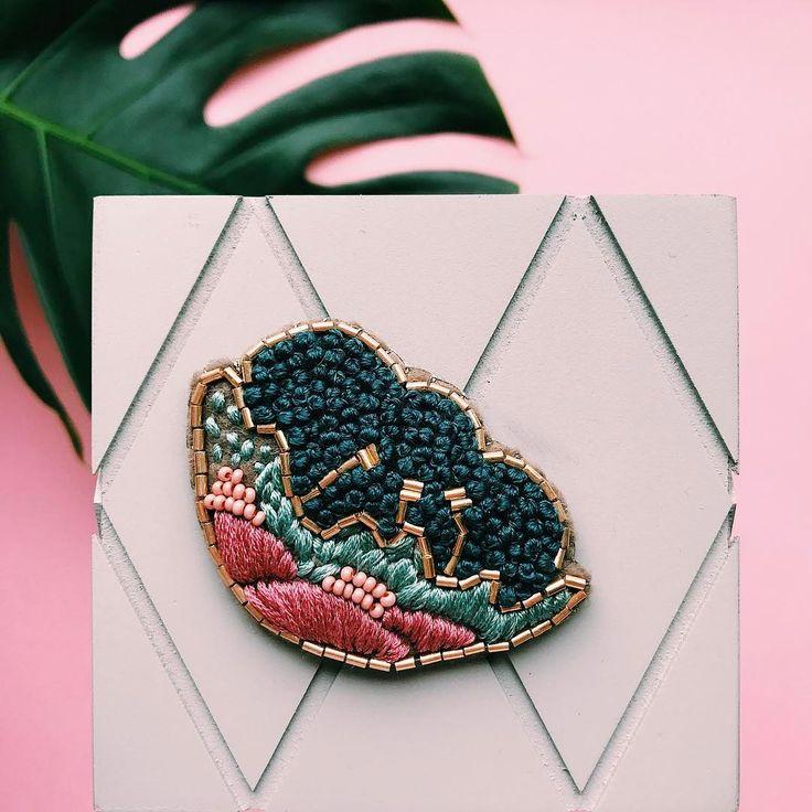 77 отметок «Нравится», 2 комментариев — RukiOli (@rukioli_store) в Instagram: «Пион  3200₽  #handmade #brooch #брошь#броши#embroidery #rukioli»